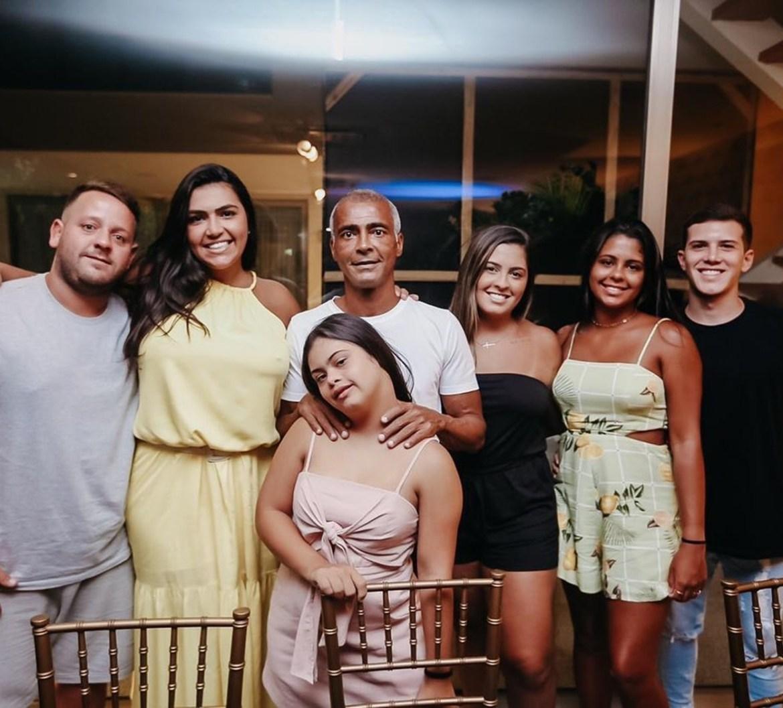 Ex-jogador Romário e sua família - Filhos com necessidades.
