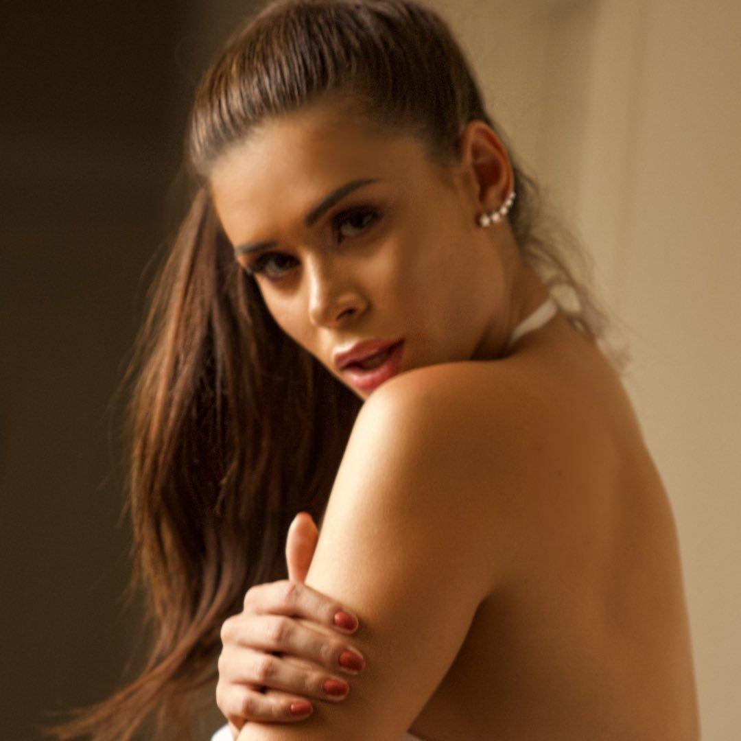 Ana Mosconi faz trend do TikTok.
