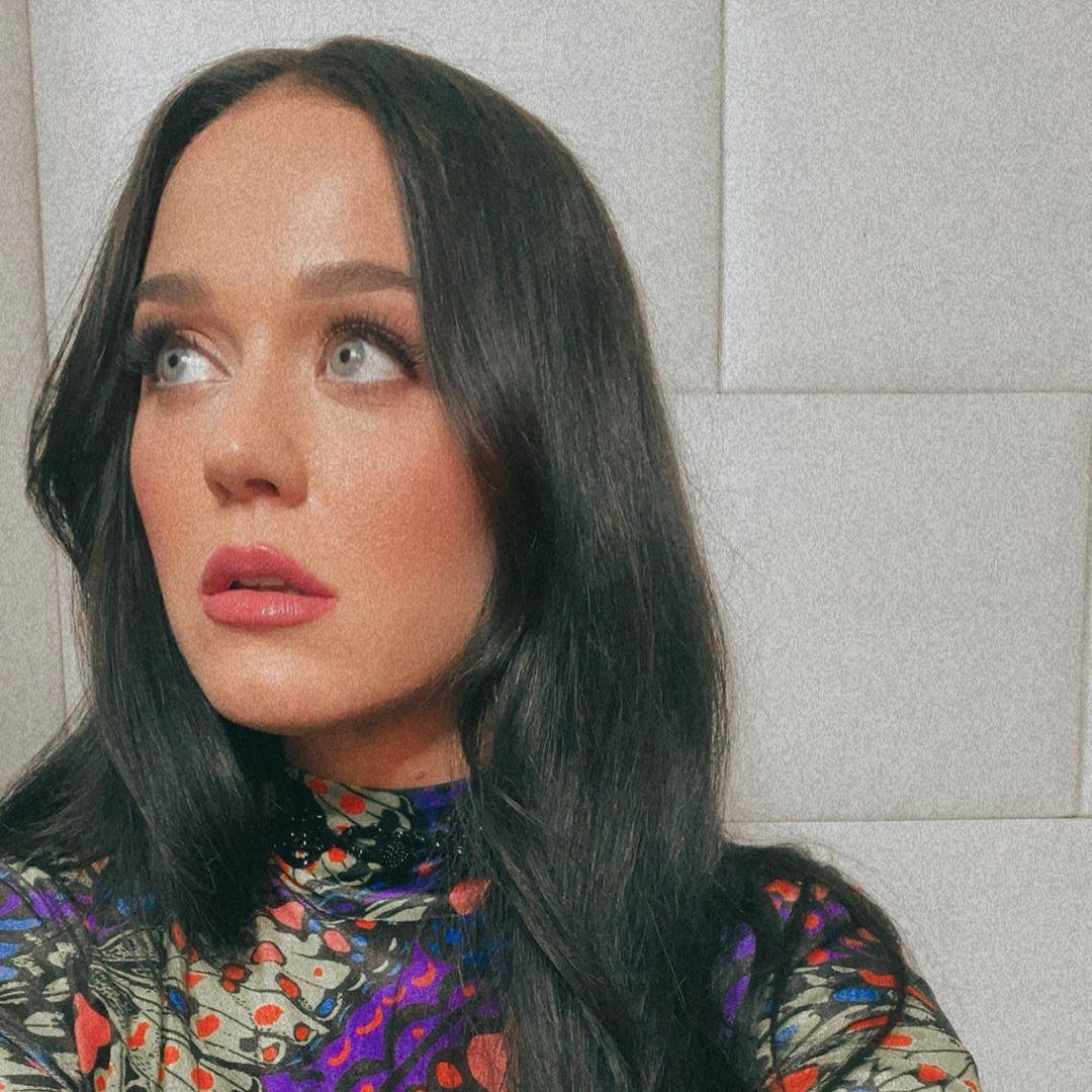 Katy Perry fica morena.