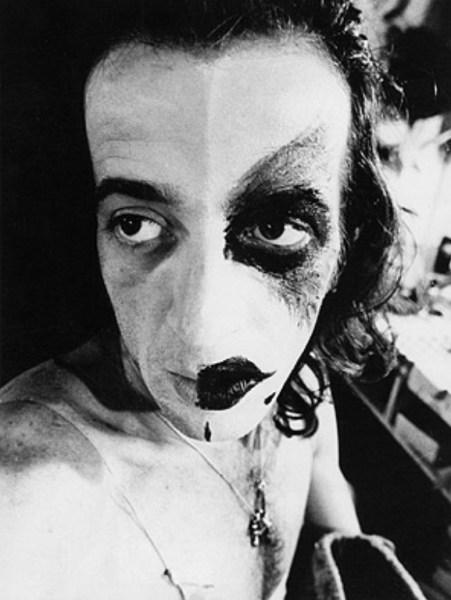 Foto de Cláudio Gaya em 1974 de Madalena Schwartz.