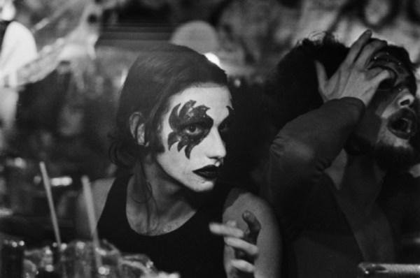 Foto da exposição Madalena Schwartz de Dzi Croquette: Benê Larcerda, c. 1974.