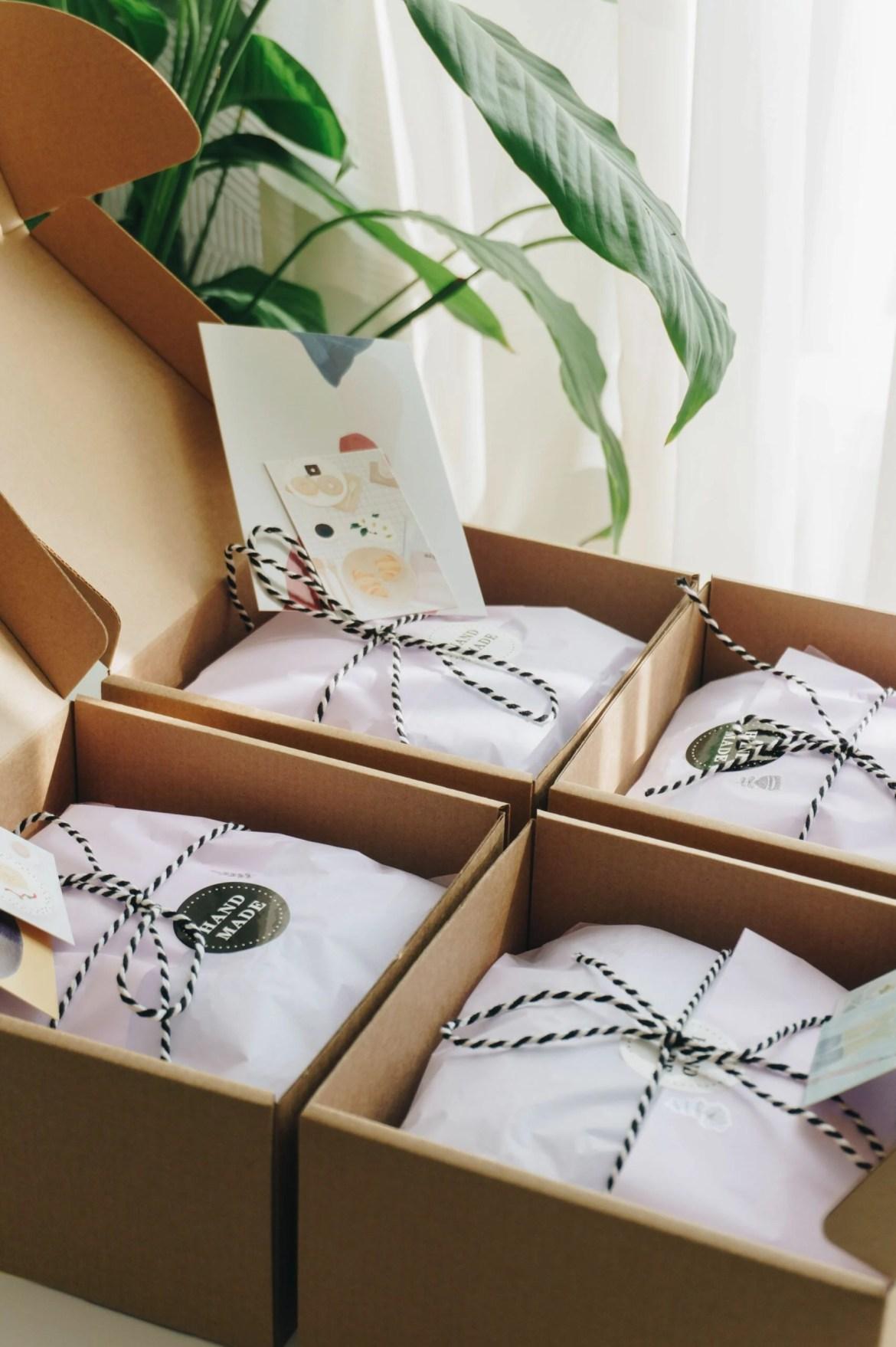 Dicas de decoração de embalagens - Use seda para embalar os pedidos.