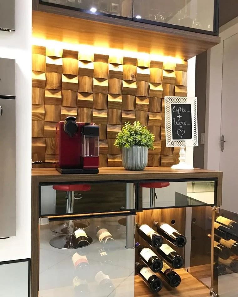 Cantinho do café com parede de madeira