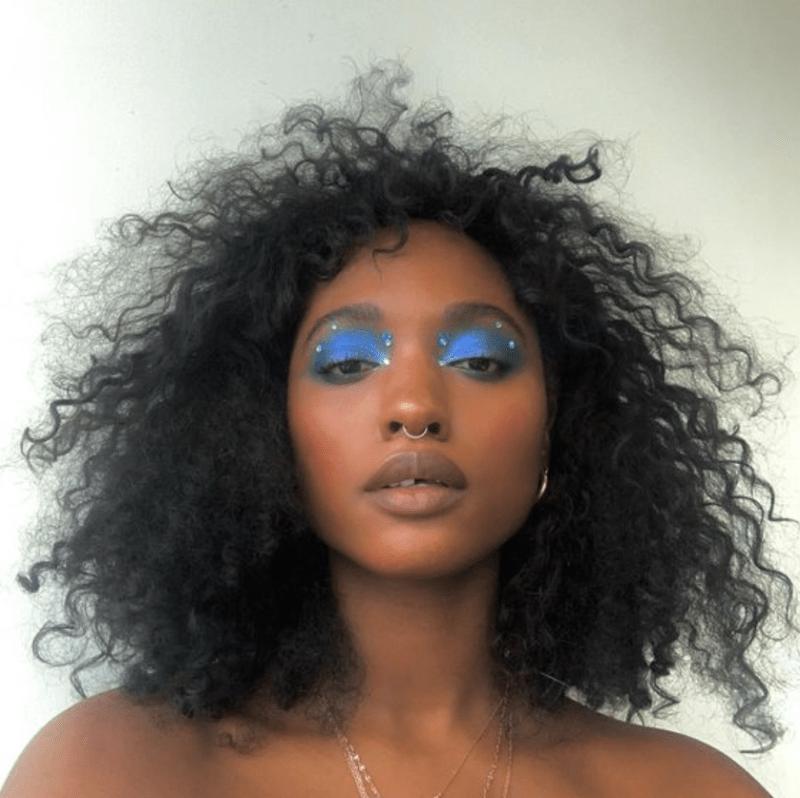 Make olho azul com strass