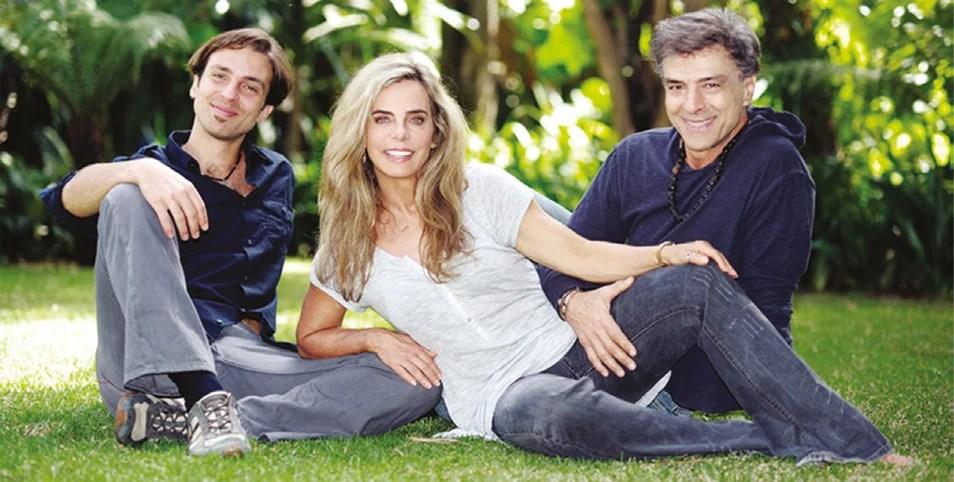 Bruna Lombardi ao lado do marido e do filho - Reprodução
