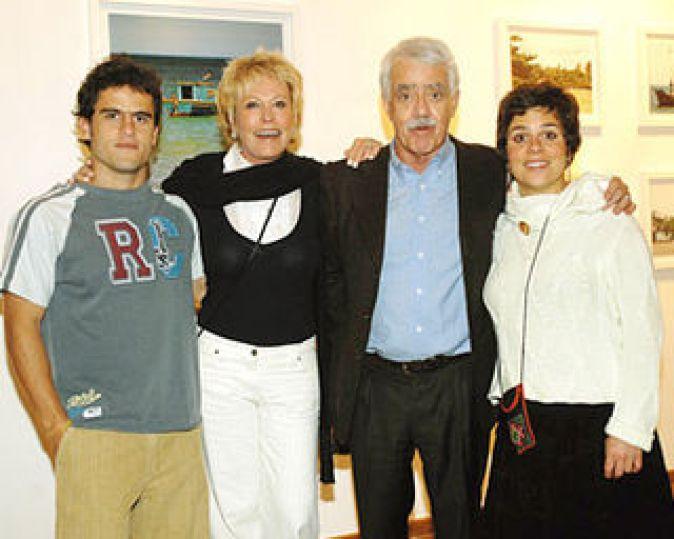 Ana Maria com os filhos e o ex-marido Eduardo de Carvalho - Reprodução