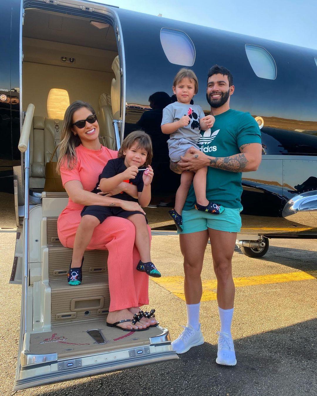 Último registro da família de Gusttavo Lima unida.