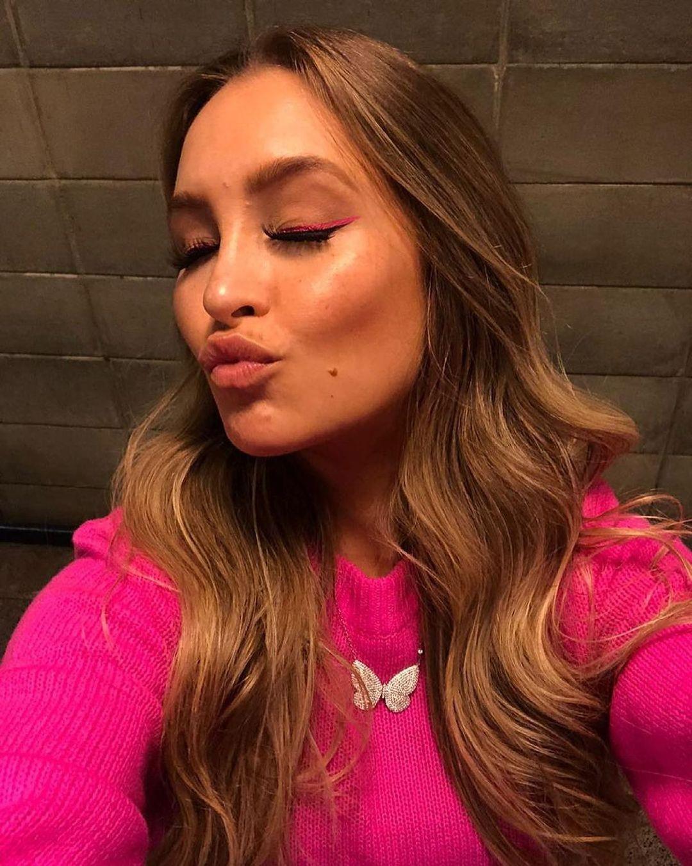 Primeira selfie da eliminada Carla Diaz.