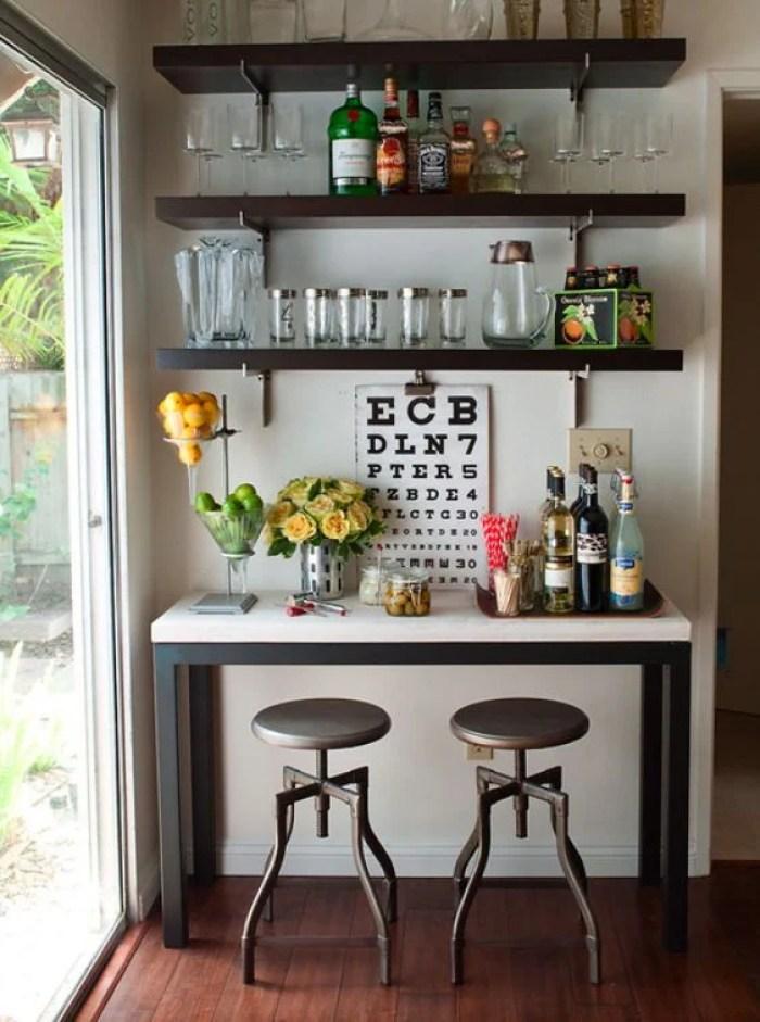 Bar com mesa.