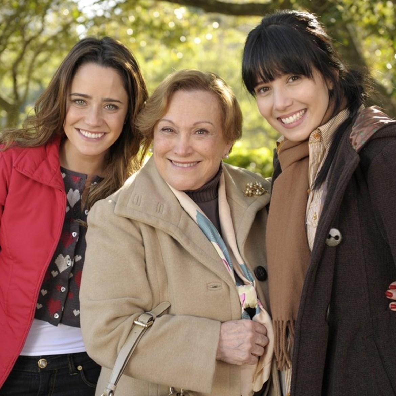 """Iná (Nicette Bruno), Manuela (Marjorie Estiano) e Ana (Fernanda Vasconcellos) - Personagens de """"A Vida da Gente""""."""