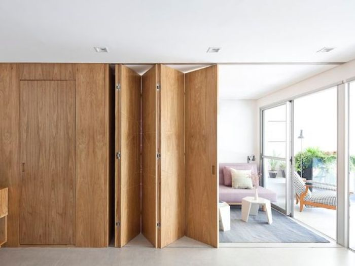 Porta de madeira sanfonada