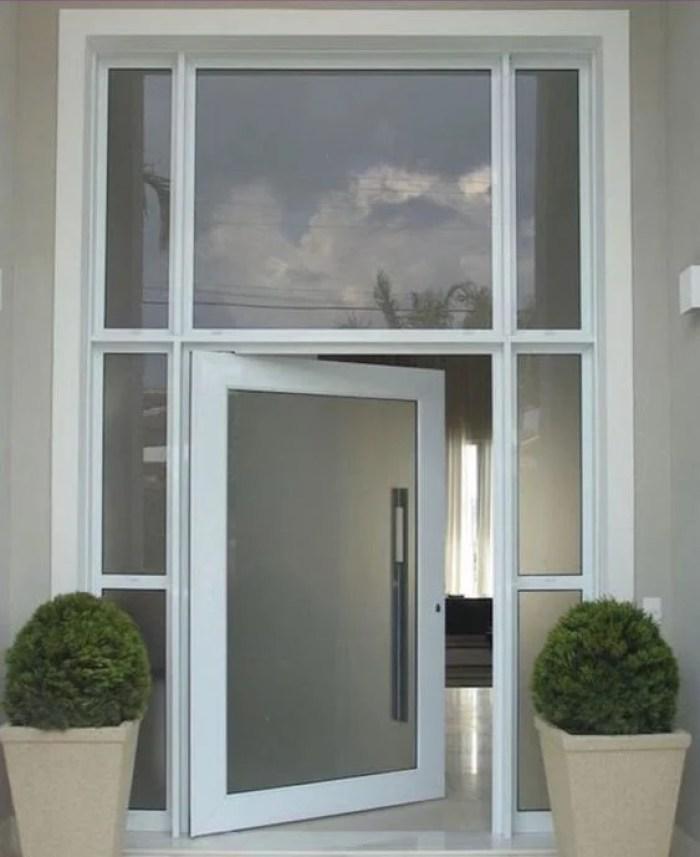 Porta de entrada branca