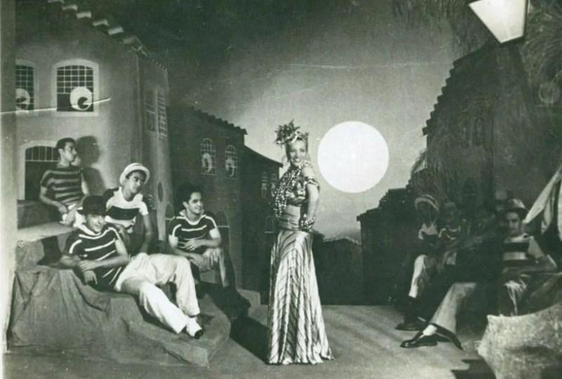 """Carmen Miranda em cena do filme """"Banana da Terra"""", em 1939."""