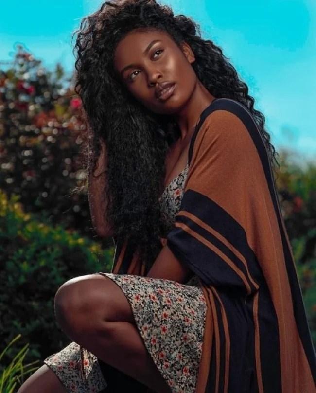 Frase para foto pensativa mulher negra