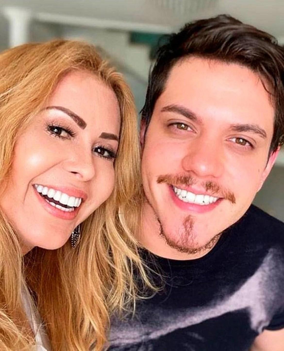 Yago Matos e sua mãe.
