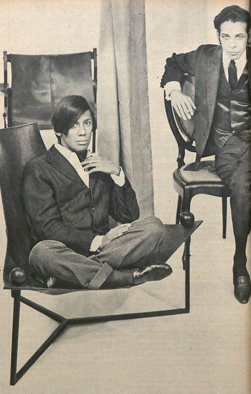 Clodovil Hernandes e Dener Pamplona em matéria na Revista Manchete de 1967, edição 800.