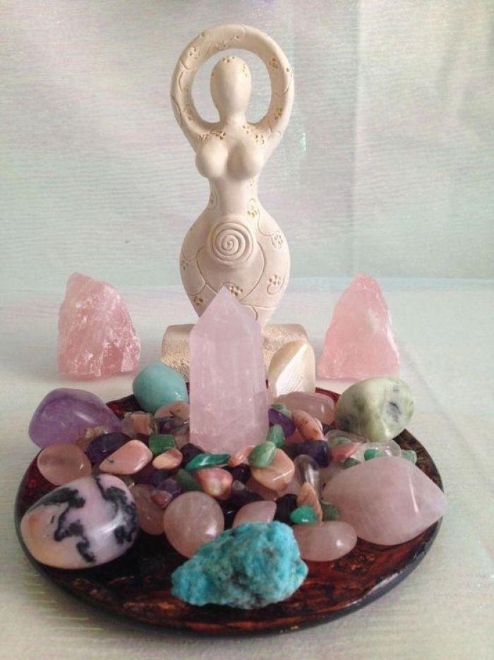 Pedras e cristais coloridos dão energia boas.