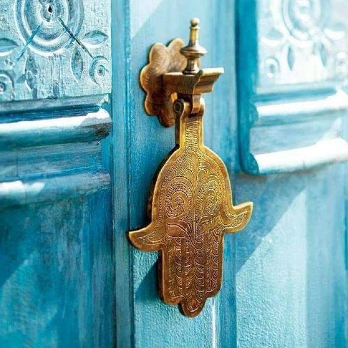 Mão de Fátima na porta.
