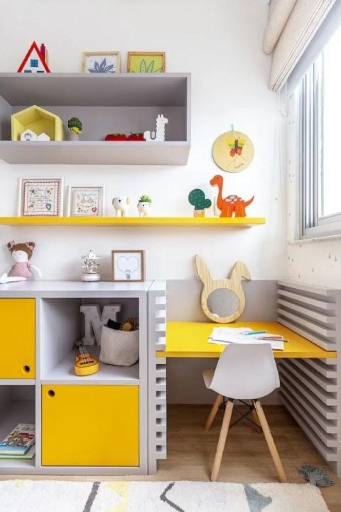 Mesa amarela.