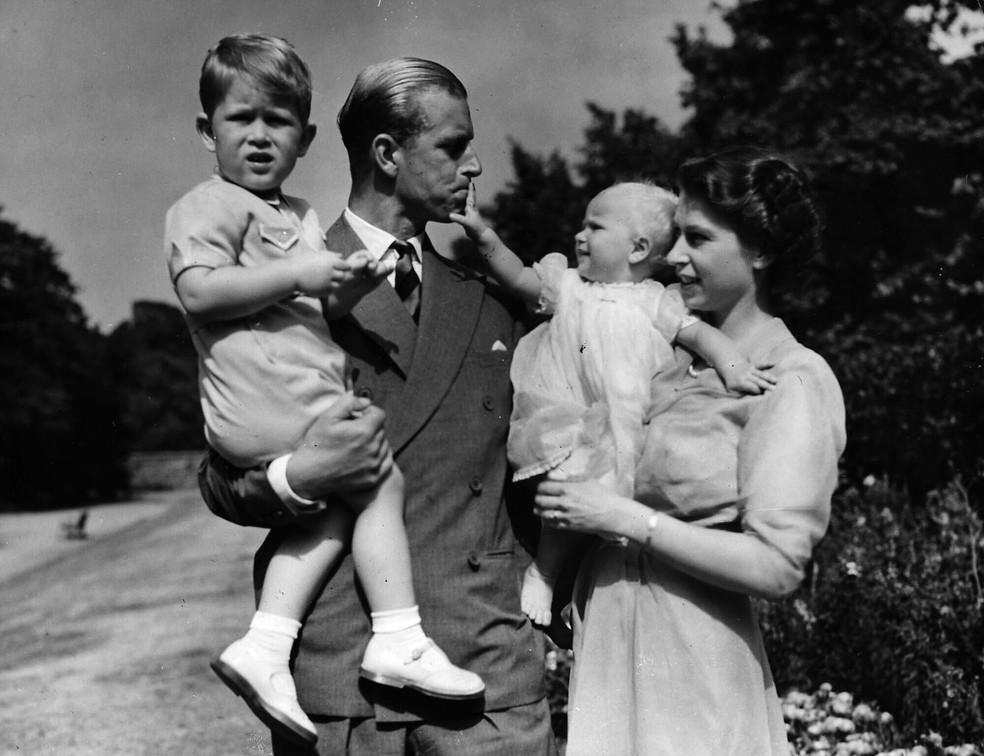 Família real em passeio.