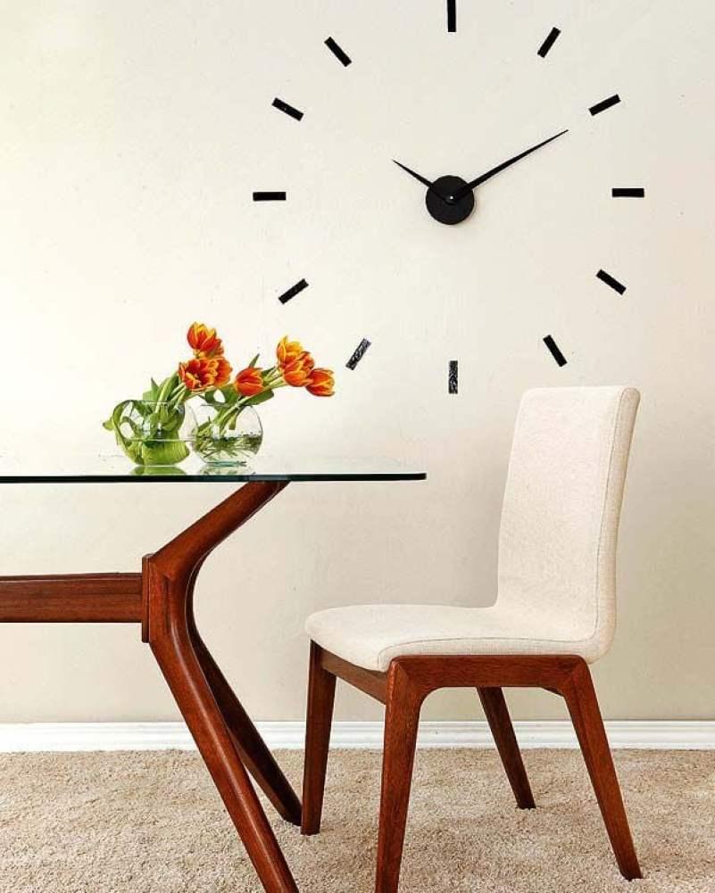 Relógio de parede na cozinha.