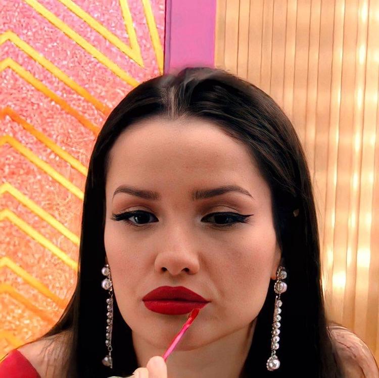Sister Juliette usa batom vermelho da Avon no BBB 21.