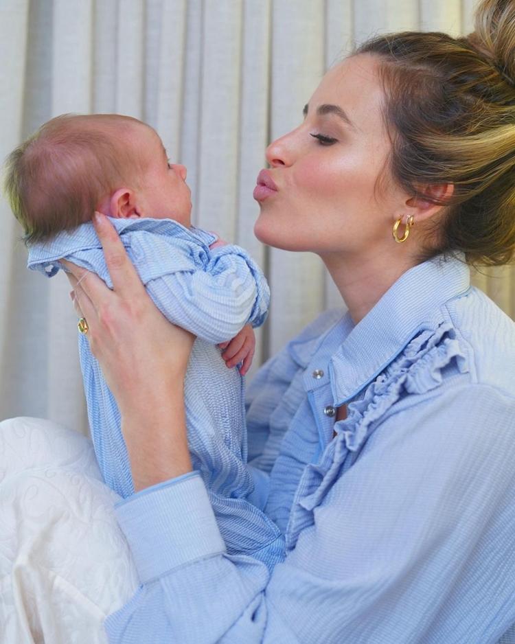 Lorena Carvalho e filho.