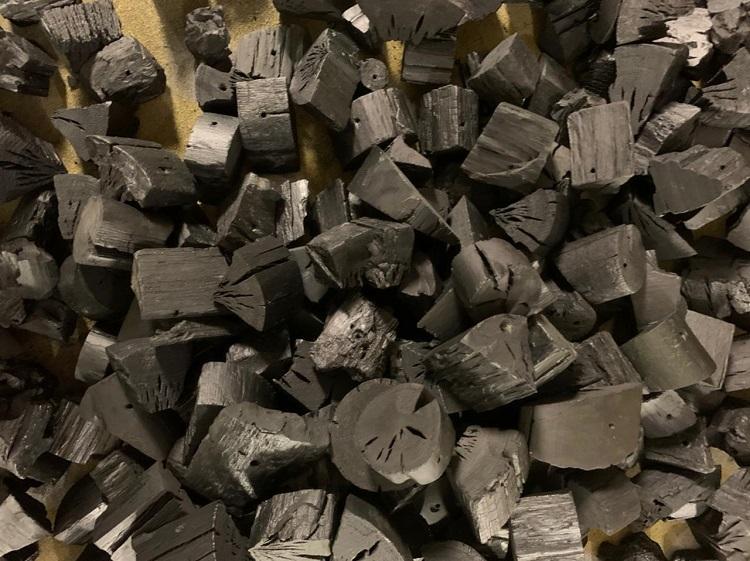 pedaços de carvão