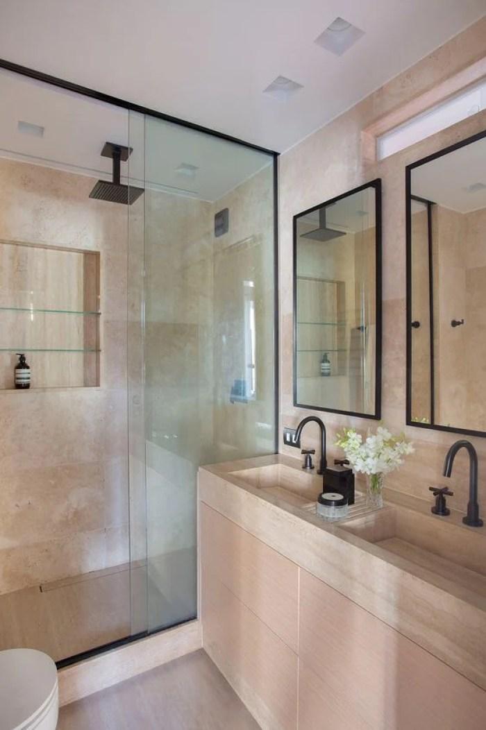 Banheiro duplo.