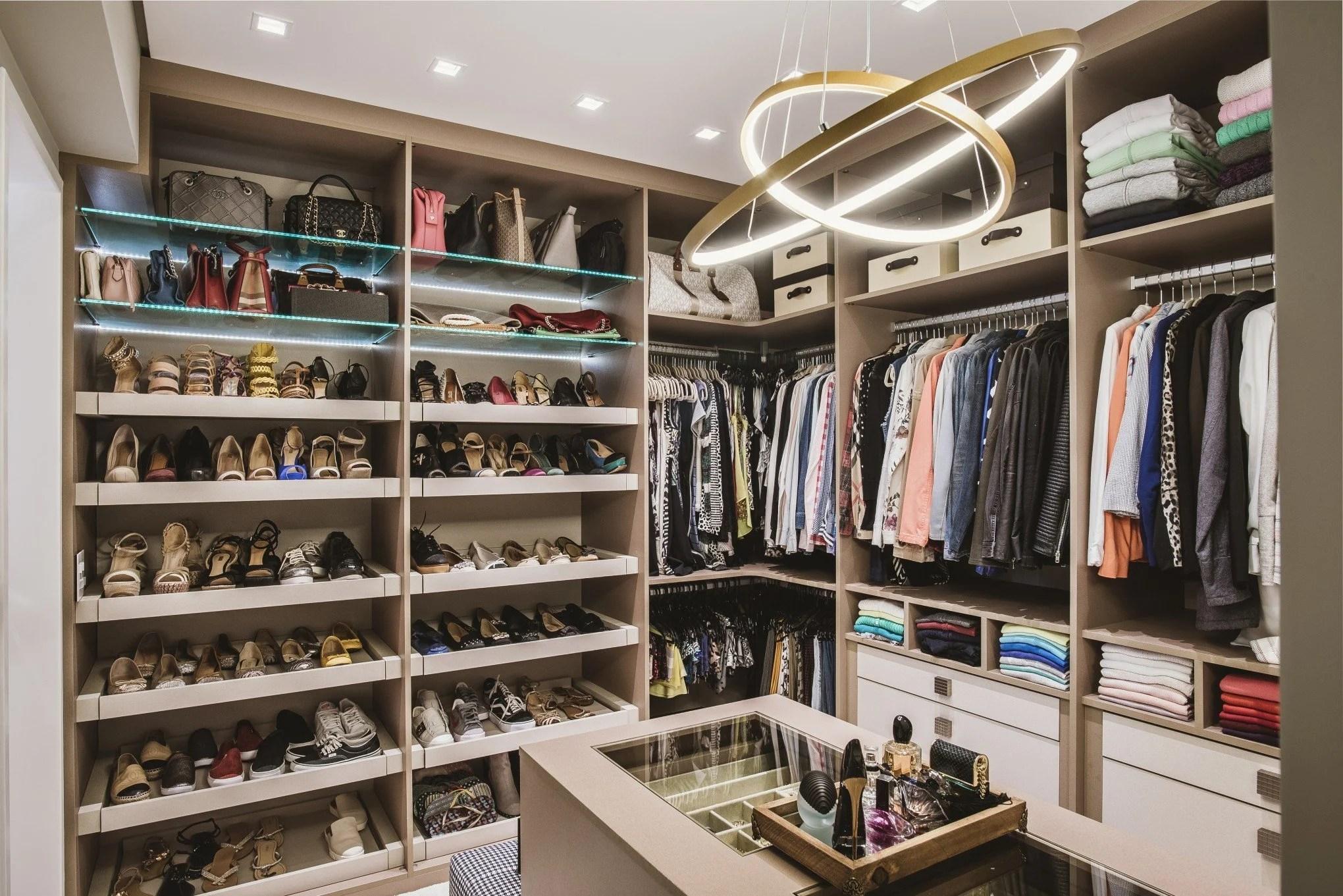 Closet organizado.