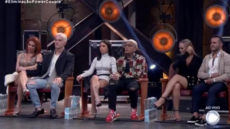 Deborah e Bruno, Mirella e Dynho, Nina e Filipe aguardam desfecho da eliminação do Power Couple (imagem: reprodução/ Record TV)