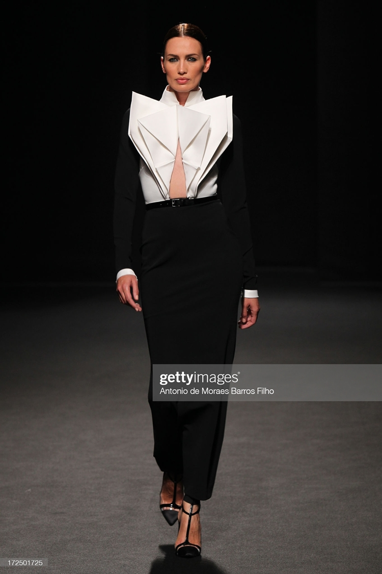 Mistério nas passarelas: Stephane Rolland: Runway - Paris Fashion Week Haute-Couture F/W 2013-2014.