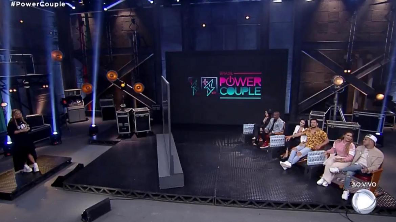 Casais do Power Couple são avisados que não terá eliminação essa semana (imagem: reprodução/ Record TV)