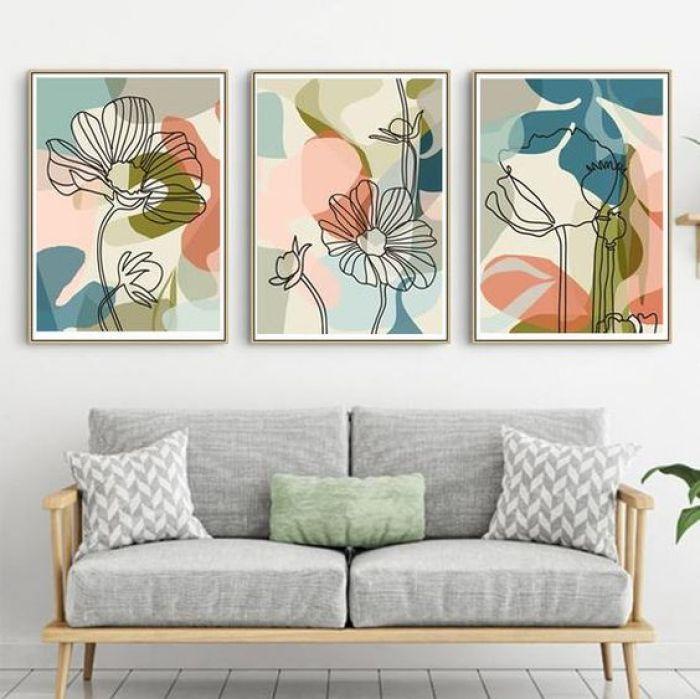 Três quadros coloridos.