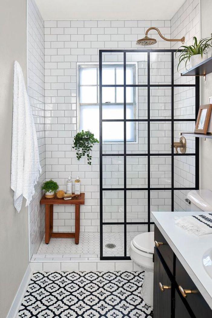 Banheiro preto e branco.