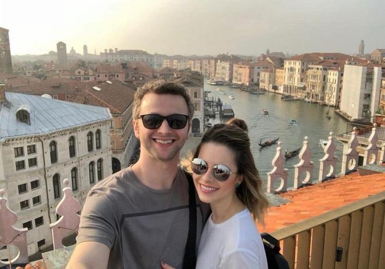Lucas Lima e Sandy aparecem lado a lado em uma viagem romântica na Itália