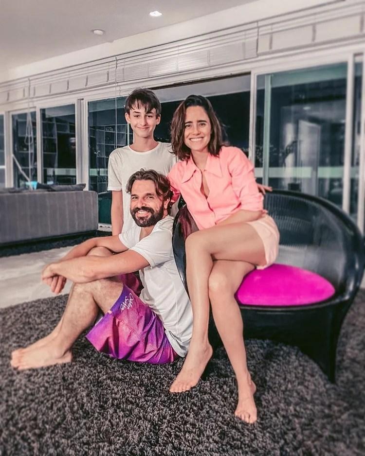 Fernanda Vasconcellos, Cássio Reis e Noah.