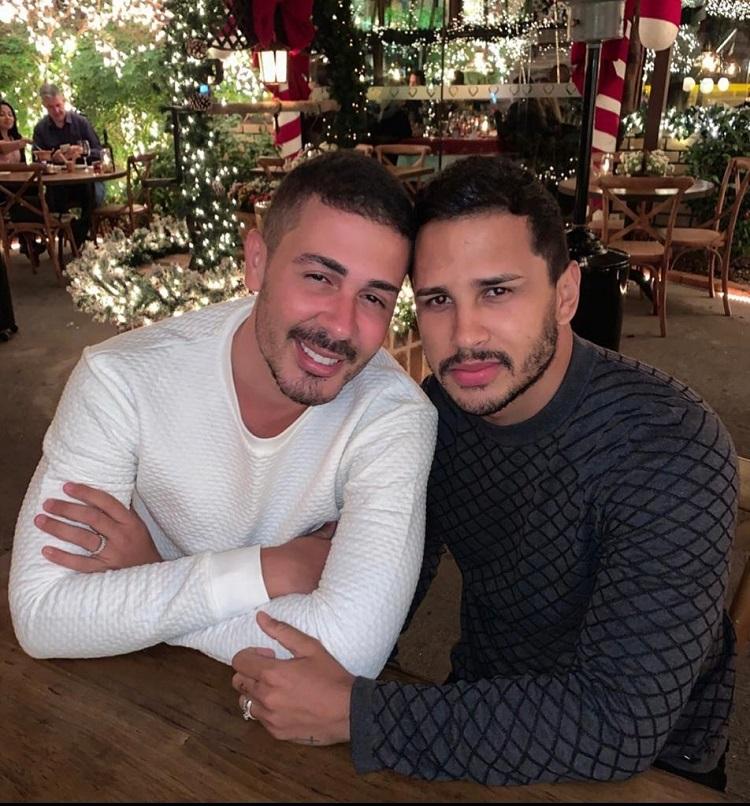 Carlinhos Maia e Lucas Guimarães com rostinhos colados