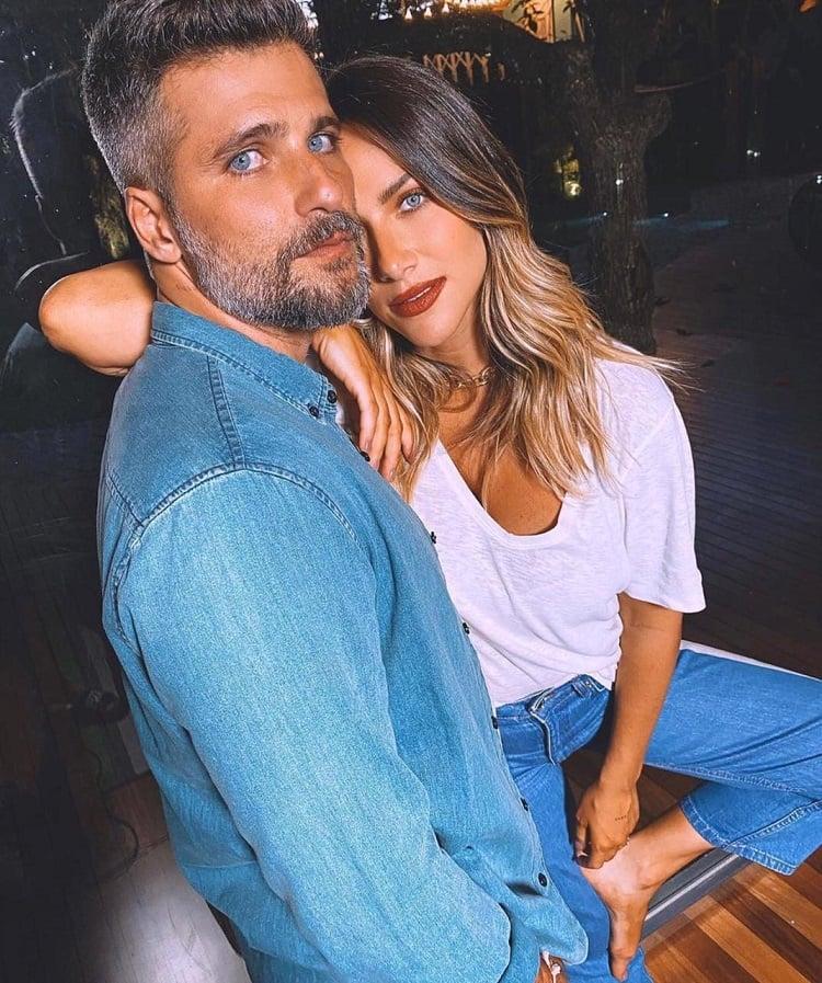 Bruno Gagliasso e Giovanna Ewbank abraçados