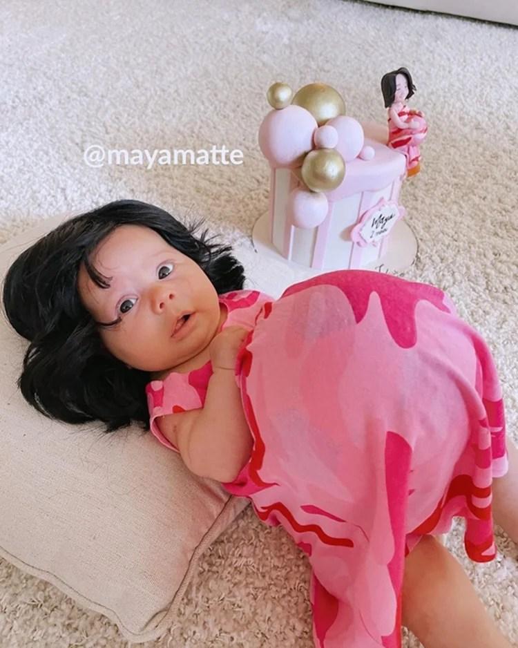 Foto da bebê Maya fantasiada de grávida de Taubaté.