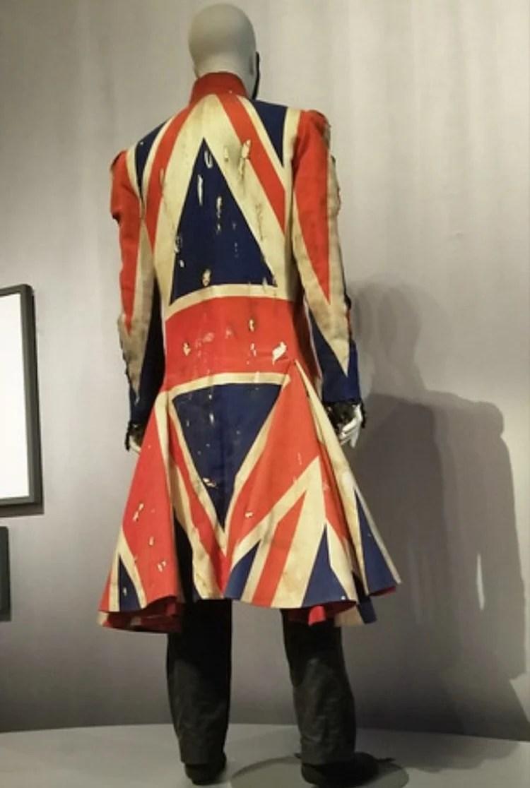 Casaco, representando a bandeira da Inglaterra, usado por David Bowie