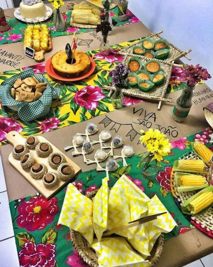 Mesa de festa junina.