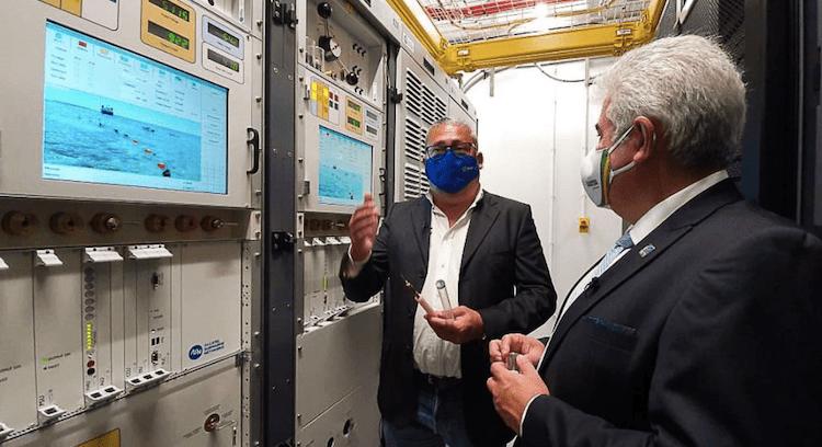 Ministro Marcos Pontes acompanha a operação de implantação do novo cabo submarino brasileiro