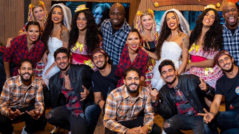 Tribo Carcará, inclusive Íris realizam arraial para comemorar as vitórias de No Limite (montagem: Fashion Bubbles)