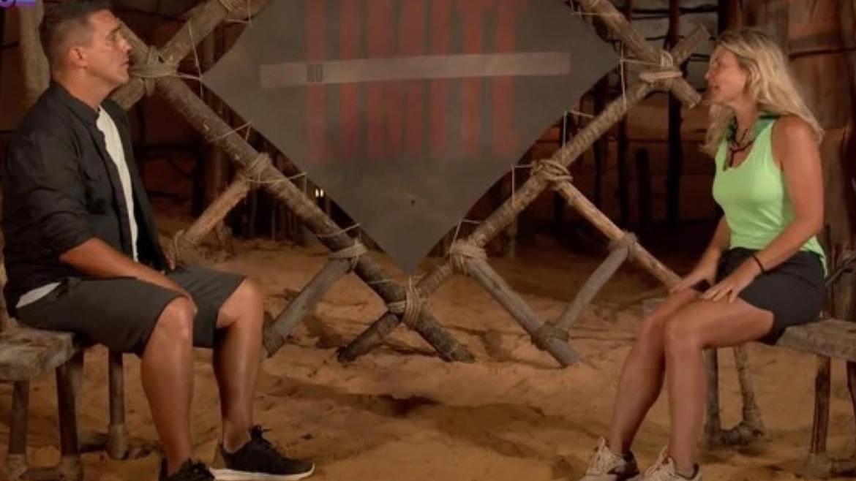 André Marques entrevista Íris após ela ser eliminada de No Limite (imagem: reprodução)