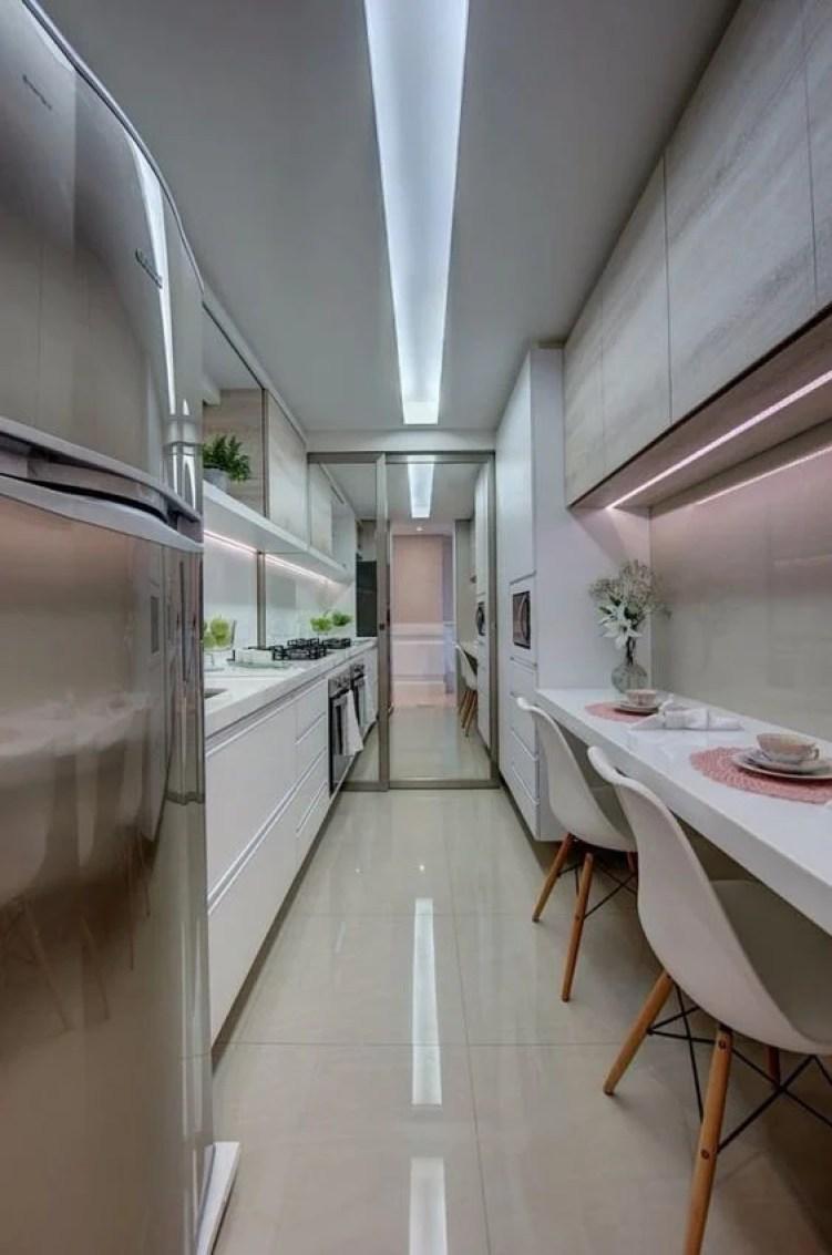 Cozinha estreita.