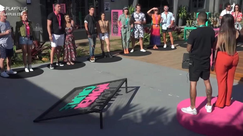 Casais realizam o jogo da Discórdia no Power Couple (imagem: reprodução/ Record TV)