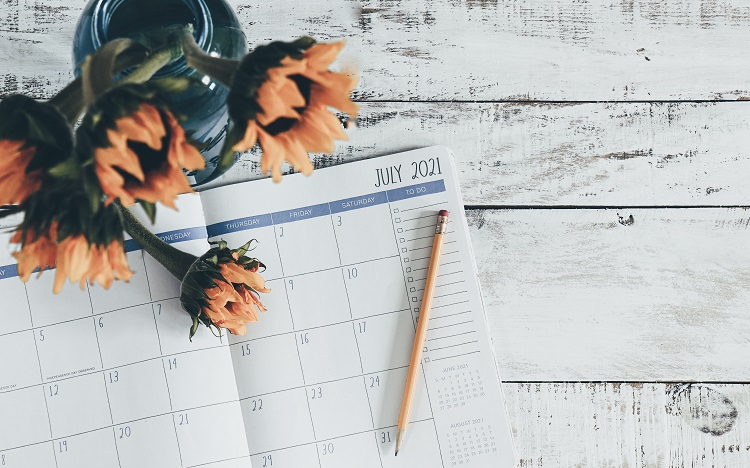foto de agenda aberta no calendário de julho