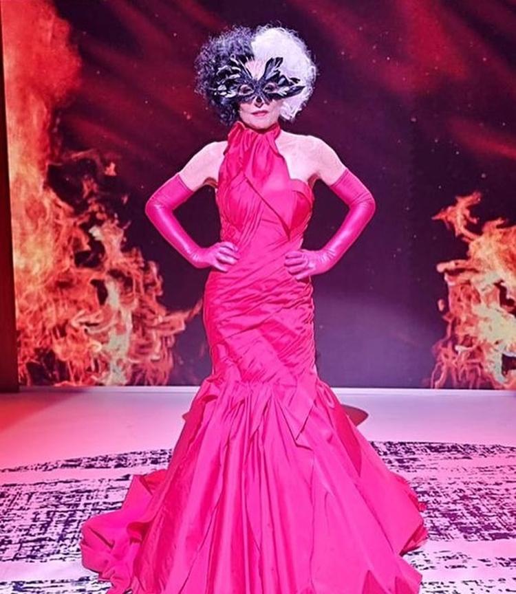 Foto de Ana Maria vestida de Cruella.