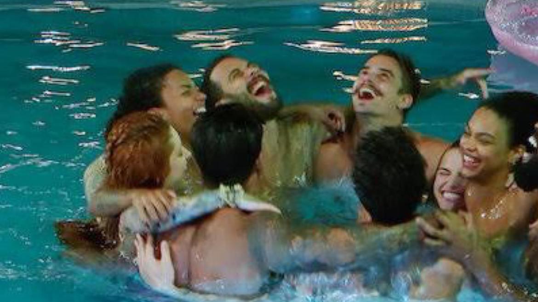 Festa na piscina acaba em punição no Brincando com Fogo. Fonte: Reprodução